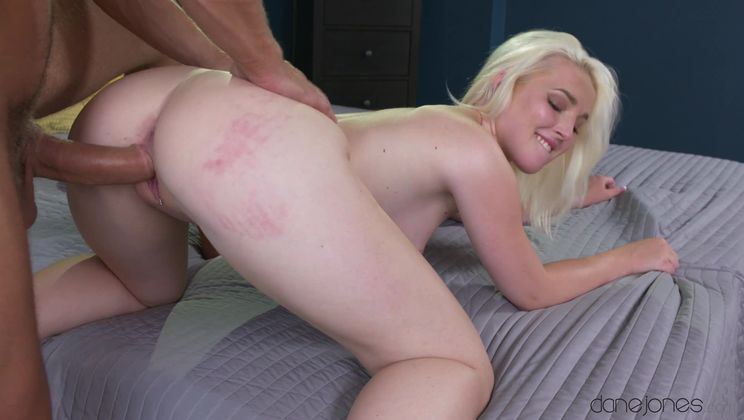 Make-up sex for cute blonde angel