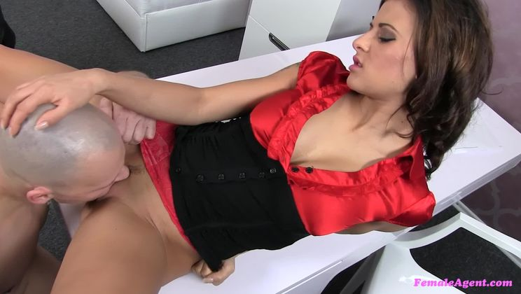 Big Guy Fills Sexy Female Agent With His Big Dick