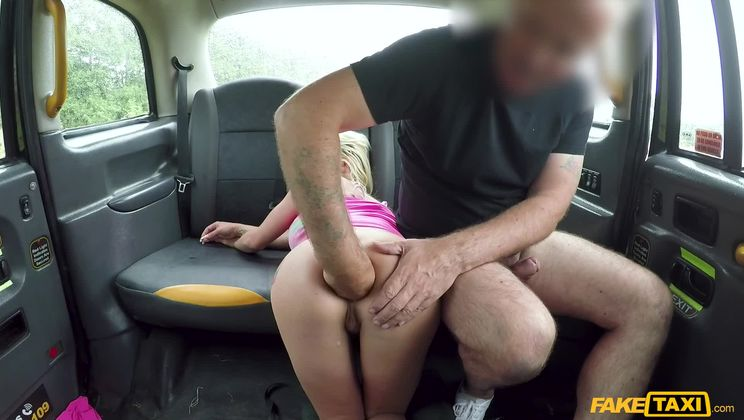 Wild anal sex on backseat pays fare