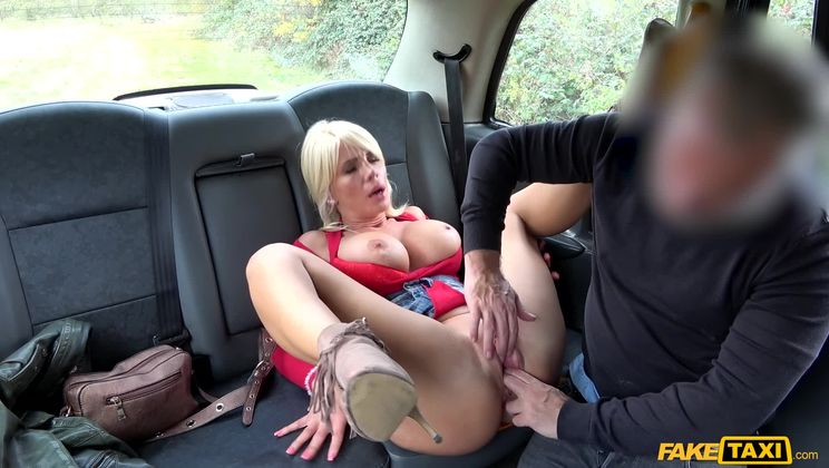Rough fuck for sexy Hungarian MILF